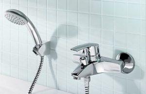 Смеситель в ванной комнате